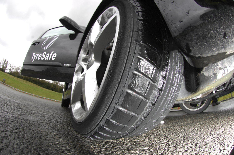Bir aracın lastikleri aracınızın güvenli sürüşünü olanaklı kılan parçasıdır 4